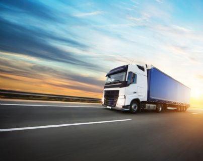 camion sulla strada per contratto di trasporto