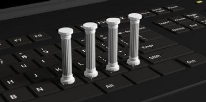 colonne tribunale su tastiera computer