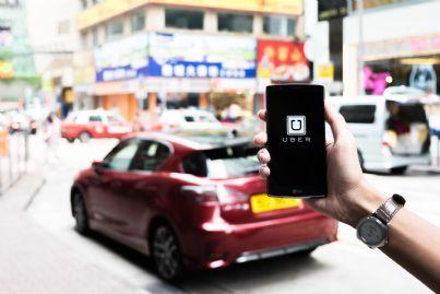 applicazione di uber su telefono