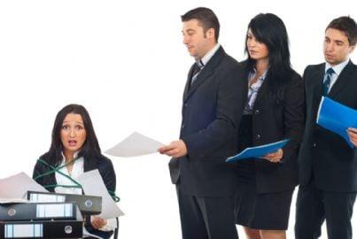 avvocati in coda in ufficio
