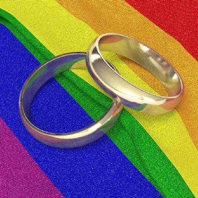 fedi unione civile con bandiera arcobaleno