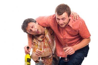 due uomini ubriachi
