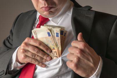 uomo di affari corrotto intasca soldi