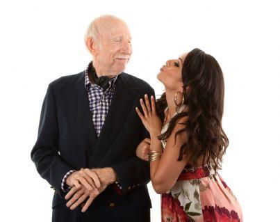 coppia formata da uomo anziano e donna giovane