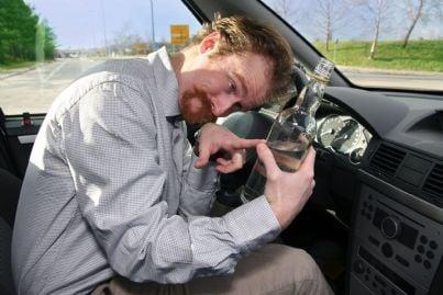 uomo ubriaco alla guida
