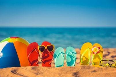 sandali per il mare sulla spiaggia in vacanza