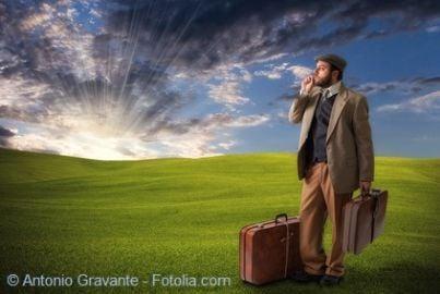 valigia emigrante sfratto povero
