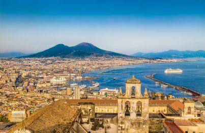 cartolina di Napoli con sullo sfondo il Vesuvio