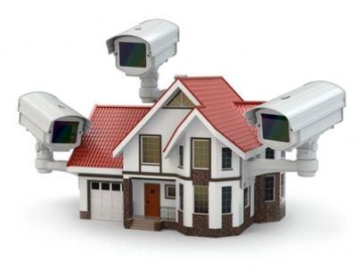 Casa con telecamere di videosorveglianza