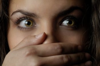 stalking violenza sessuale ops stupore mano scandalo
