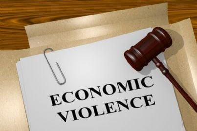 parole violenza economica e martello del giudice