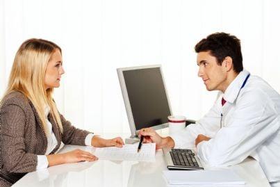 donna che effettua visita medica