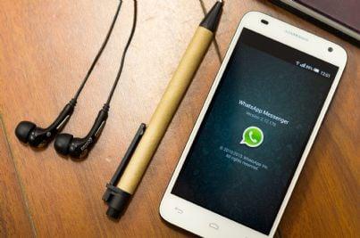 concetto di comunicazione e condivisione tramite whatsapp