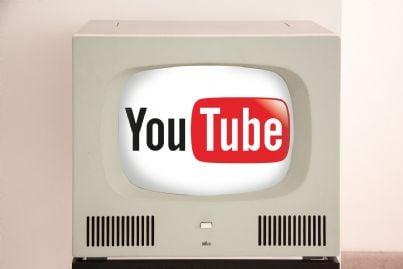 Scritta Youtube dentro uno schermo Tv